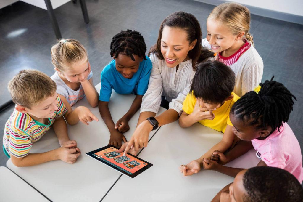 A tecnologia na aprendizagem adaptativa promove experiências prazerosas, instigantes e significativas
